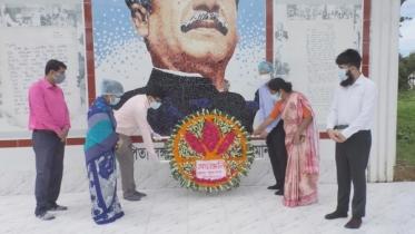 মৌলভীবাজারে শহীদদের প্রতি নতুন জেলা প্রশাসকের শ্রদ্ধা