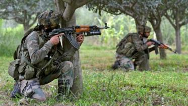 জম্মু-কাশ্মীর সীমান্তে গোলাগুলি, ২ ভারতীয় সেনা নিহত