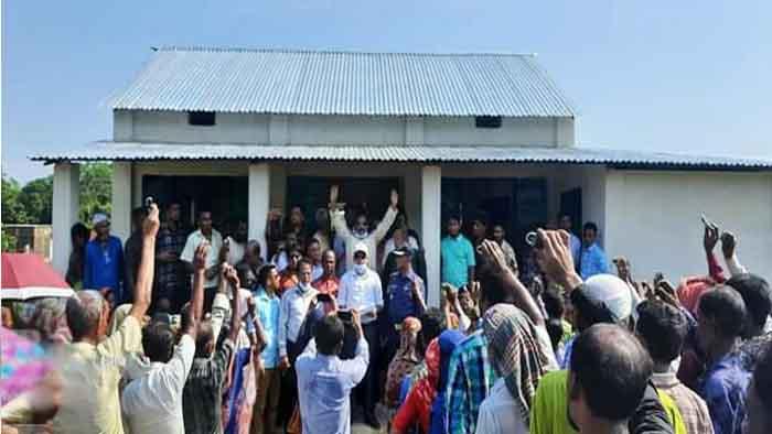 পাকা ঘর পেল তাহিরপুরের গৃহহীন ৪০ পরিবার