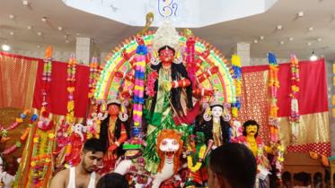 পাঁচগাঁও লাল দুর্গা পূজা : উৎসবে মেতে উঠেছেন হাজারো সনাতন ধর্মাবলম্বী
