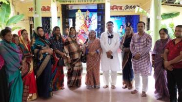 প্রধানমন্ত্রীর শুভেচ্ছাবার্তা নিয়ে মন্দিরে মন্দিরে জোহরা আলাউদ্দিন এমপি