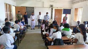 তাহিরপুরে বিদ্যালয় পরিদর্শনে ইউএনও