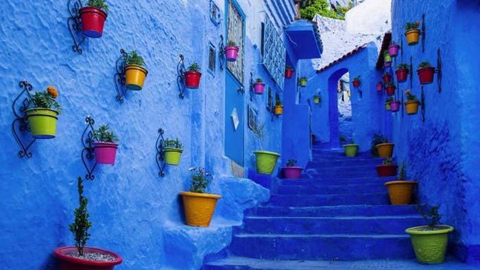 নীল রঙের চাদরে মোড়া কল্পনার এক স্বর্গরাজ্য, আছে রহস্যও